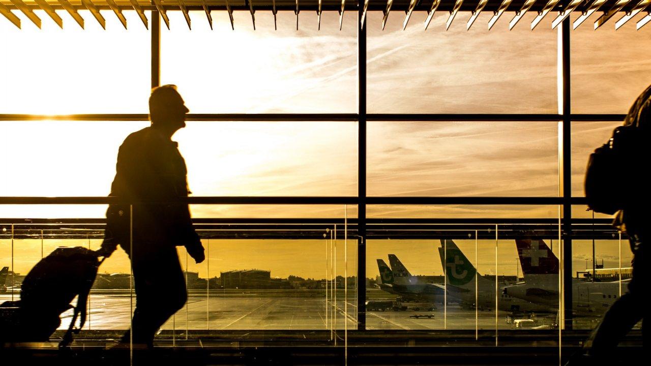 Movimento de passageiros nos aeroportos em 2020: -69,4%