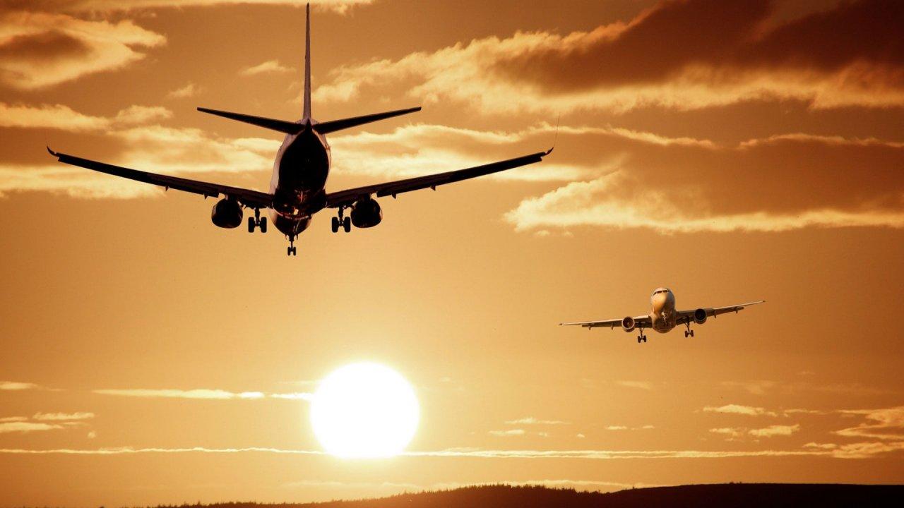 O transporte aéreo a duas velocidades